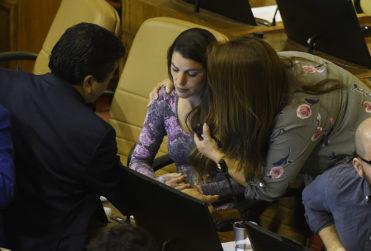 FOTOS | Maite Orsini debió abandonar la Cámara de Diputados por descompensación