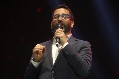"""""""No sean cagados"""": por qué Eduardo Fuentes arremetió contra canales de TV en medio de la Teletón"""