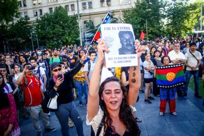 Disuelven manifestación frente a La Moneda por muerte de Catrillanca