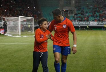 VIDEO+FOTO | El lindo gesto de Alexis Sánchez con un pequeño hincha de la Roja