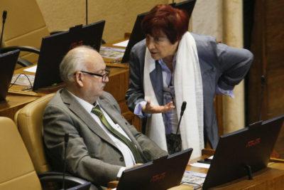 """Diputada Hertz sin filtro contra la UDI por acción contra Teillier: """"Cómplices del exterminio, sirvientes del dictador"""""""