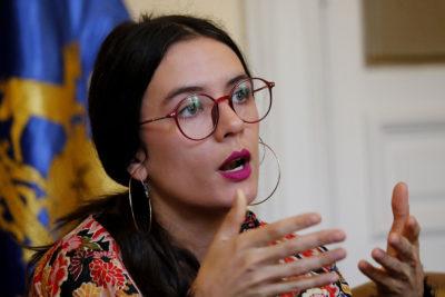 """""""Se declara feminista pero…"""": Kast viraliza video de Camila Vallejo en medio del debate por Aeropuerto Neruda"""