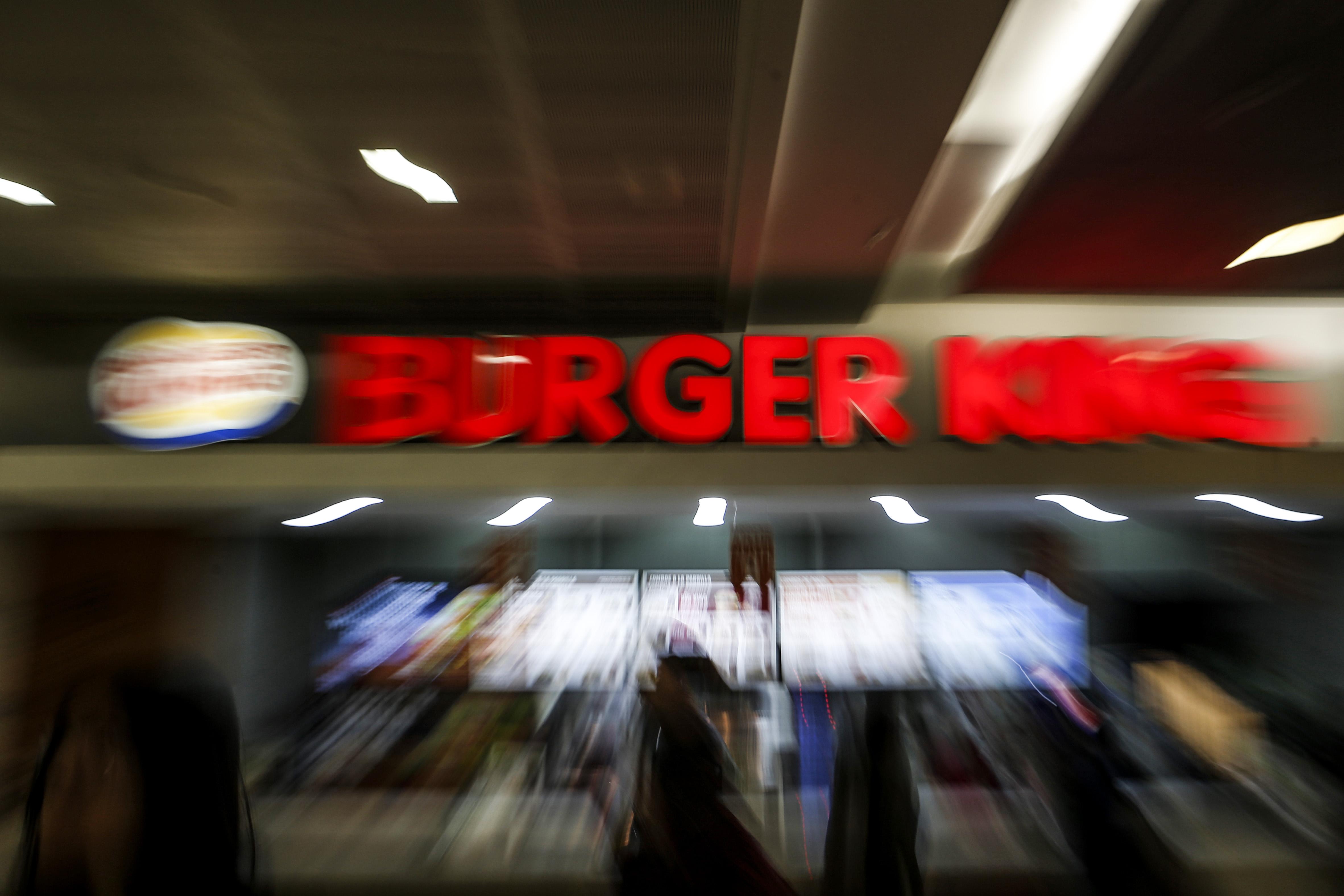 FOTO  Burger King y Metro salen a responder críticas por polémica publicidad sobre inmigrantes