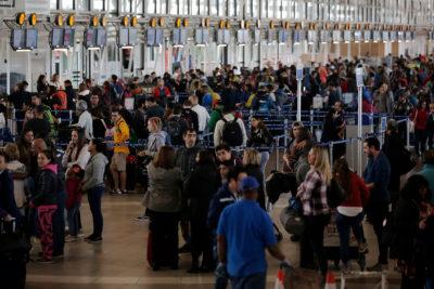 """Comisión de Cultura aprueba cambio de nombre de Aeropuerto de Santiago a """"Pablo Neruda"""""""