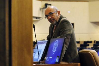 Casi 40 millones en la mira: diputado Leonidas Romero (RN) fue sancionado por irregularidades mientras fue alcalde