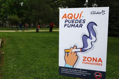 Casi un centenar de partes se han cursado a fumadores en parques y plazas de Las Condes