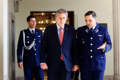 Ministro de Defensa rechaza cambio de nombre de Aeropuerto de Santiago