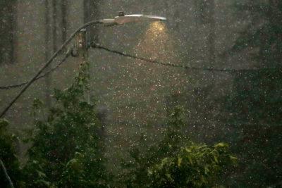 Imprevista lluvia genera complicaciones y cortes de energía en Santiago