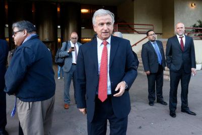 Justicia sobresee a ministro Larraín por viaje a Harvard con dineros fiscales