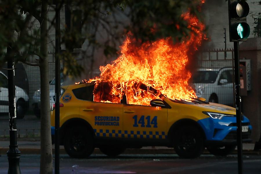 """""""AUDIO   Sale a la luz dramático relato de guardia Providencia mientras su patrulla ardía por una molotov en Parque Bustamante"""""""
