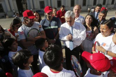 FOTOS | Presidente Piñera participó en clase magistral de tenis con González y Massú frente a La Moneda