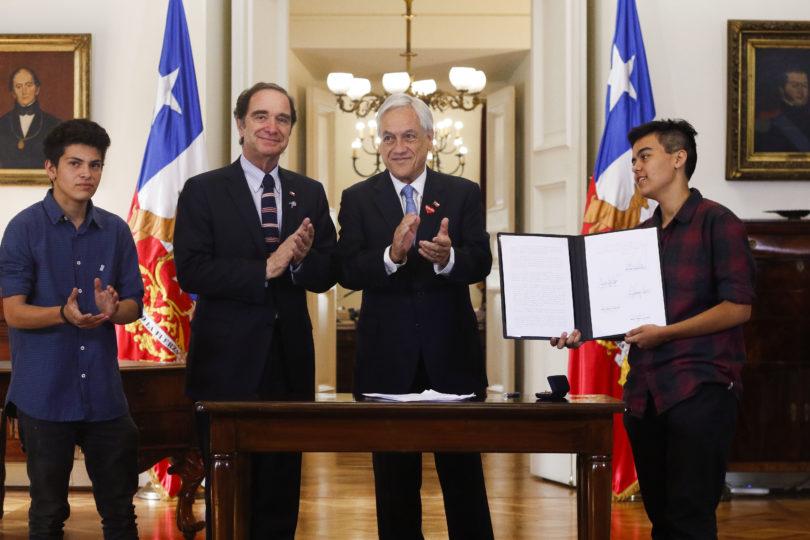 """Sebastián Piñera promulga Ley de Identidad de Género: """"No es la solución definitiva, se requiere un cambio cultural"""""""