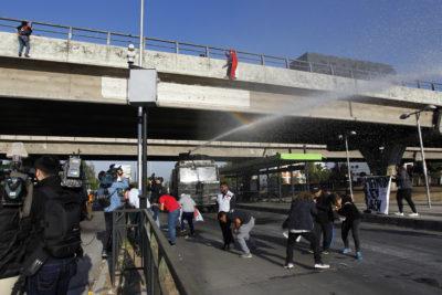 FOTOS |Incidentes y detenidos en nueva protesta de pobladores sin casa de Peñalolén