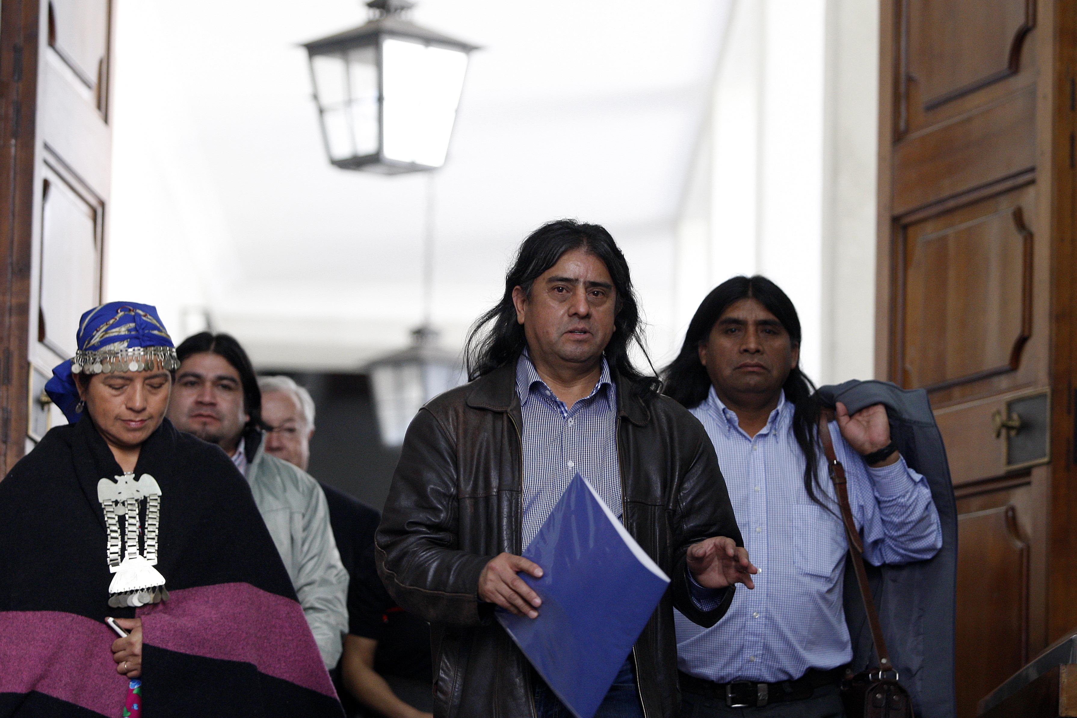 """Aucán Huilcamán critica a Bachelet: """"Simplifica la situación mapuche"""""""