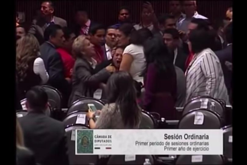 VIDEO | El registro da la vuelta al mundo: diputada mexicana se entera de la muerte de su hija en plena sesión