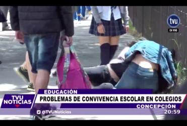 Pelea entre dos alumnas durante entrevista sobre convivencia escolar