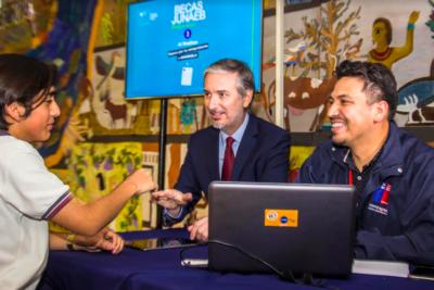 Junaeb abre proceso de renovación y postulación a Becas 2019