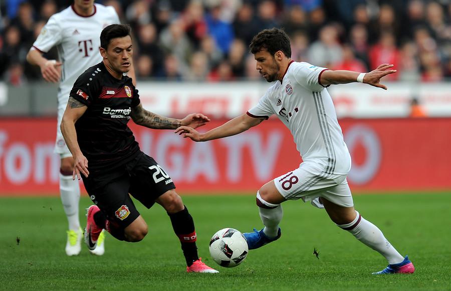 Charles Aránguiz fue capitán en el empate del Leverkusen por la Europa League