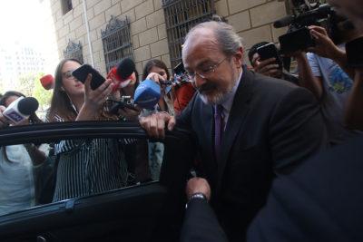 Embajador de Francia recibe carta que envía Piñera a Macron por asilo a Palma