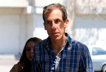 Actor Héctor Morales ironiza con alcalde Alessandri luego de asegurar que en cines revisan bolsos y mochilas