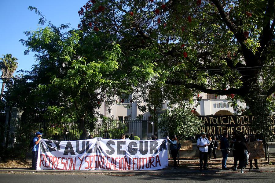 """""""Apoderados y estudiantes del INBA rechazan Aula Segura y muerte de mapuche"""""""