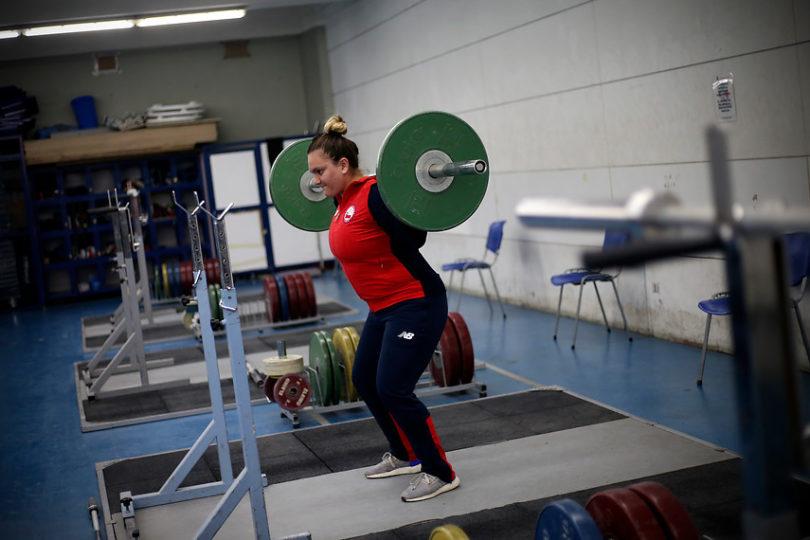 María Fernanda Valdés gana medalla de bronce en mundial de halterofilia