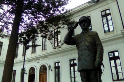 """""""Rinde honores al genocida Merino"""": Diputado Marcelo Díaz critica decisión de la Armada de no retirar estatua"""