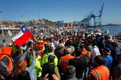 Portuarios en paro llegan a acuerdo con TCVAL y esperan propuesta de TPS
