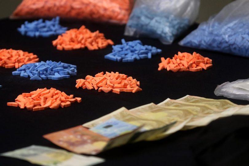 Detienen a mujer en el aeropuerto con más de 9.000 pastillas de éxtasis