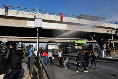Más de 20 detenidos deja protesta de pobladores sin casa en Peñalolén