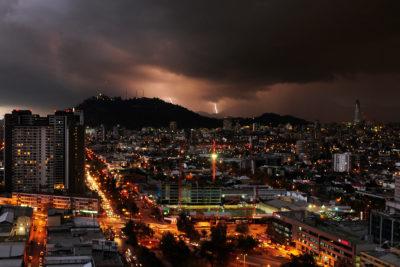 Enel activa plan preventivo por anuncio de tormenta eléctrica en la RM