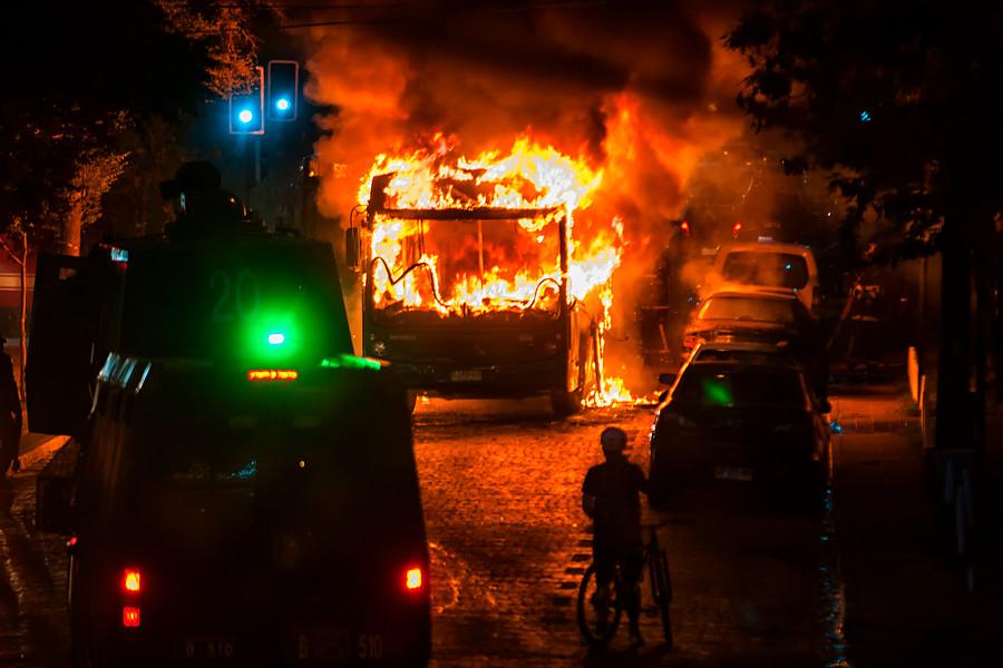 Seis buses del Transantiago han sido quemados desde que comenzaron las protestas por Catrillanca