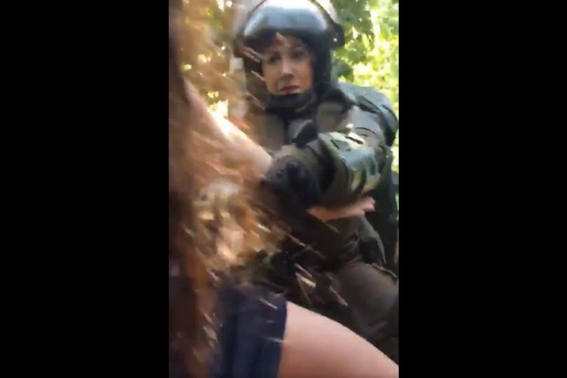 VIDEO | Alumnas del Carmela Carvajal denuncian violento trato de Carabineros en el Parque Forestal