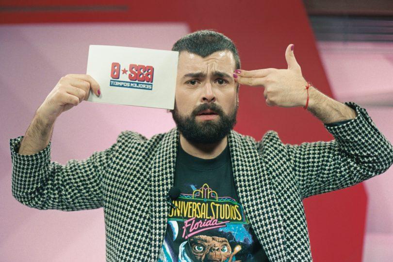 """Obvio que sí, conductor del noticiero del momento en YouTube: """"Piñera es un comediante en potencia heavy"""""""