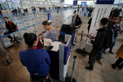 Detienen en aeropuerto Pudahuel a cuatro ciudadanos turcos con pasaportes falsificados
