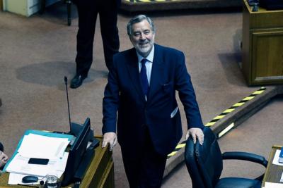 """""""Asumió sin cuestionar…"""": Guillier le pega al Gobierno en durísimo tuit por nuevo escándalo de Carabineros"""