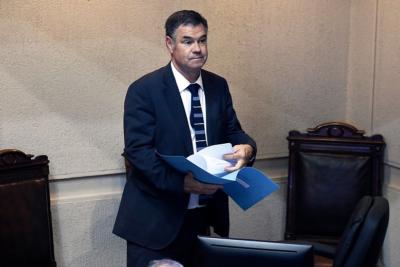 """Senador Ossandón responde acusación penal de alcalde de Pirque: """"Renuncio a mi fuero para que me investiguen a fondo"""""""