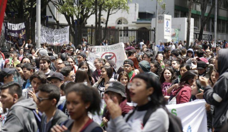 Estudiantes de Colombia protestan con icónica canción de Los Prisioneros
