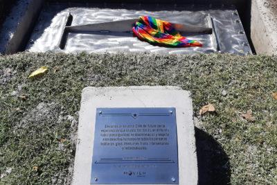 FOTOS   Movilh denuncia destrucción de Primer Monumento LGBTI en Cerro Santa Lucía