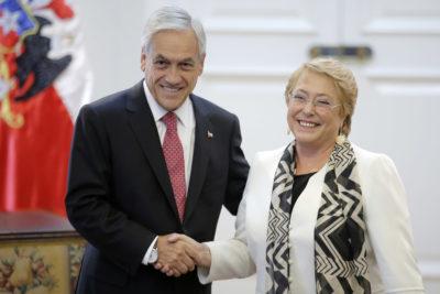 """The Economist: Bachelet """"decepcionó"""" con segundo gobierno y Piñera tiene agenda """"similar a la Concertación"""""""