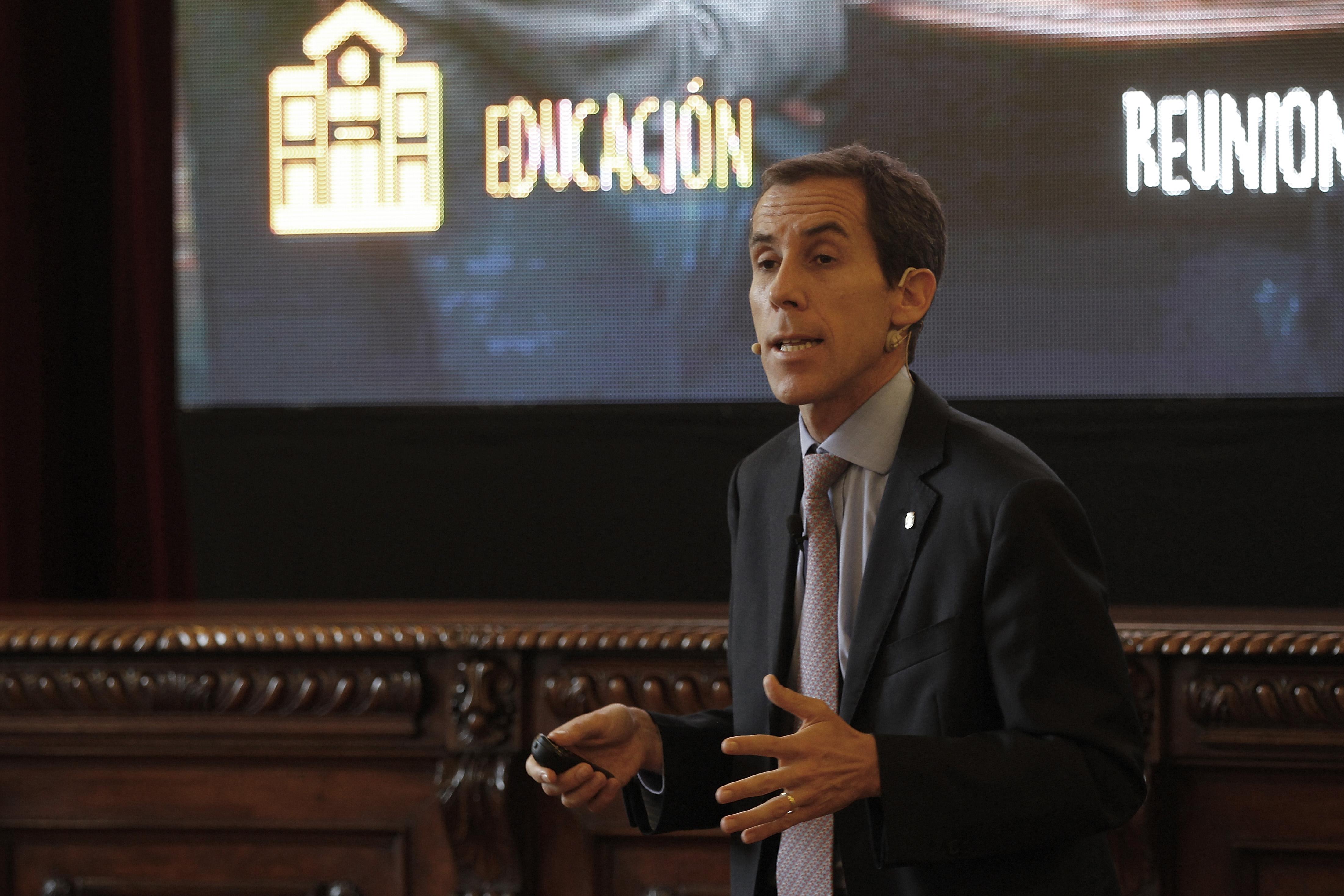 Desmunicipalización: el millonario patrimonio inmobiliario que Santiago no quiere entregar gratis al Estado