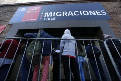 Extranjería reconoce error: no hay ninguna política para que personas con VIH no puedan entrar a Chile