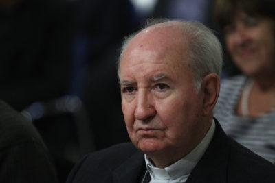 Cardenal Errázuriz fue internado en Hospital de la UC tras sufrir una caída