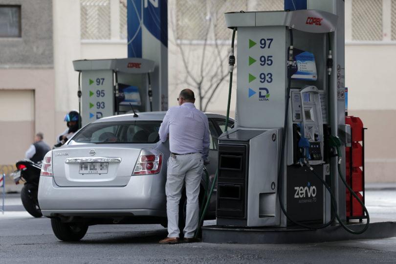 IPC de 0% en noviembre: bajas en bencinas mitigaron alzas en frutas y limones