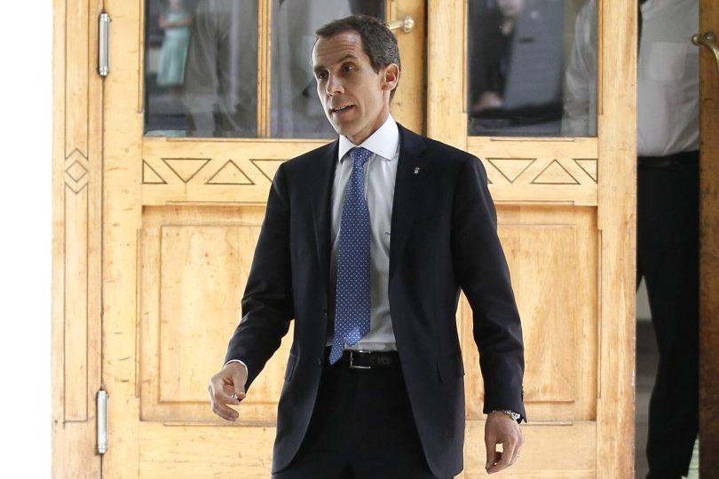 Felipe Alessandri asegura que ha gastado un millón de dólares en reparar daños en liceos