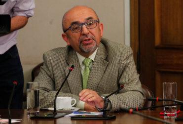 """Diputado evangélico Leonidas Romero culpa a inmigrantes por aumento de VIH: """"La mayoría viene con su enfermedad"""""""