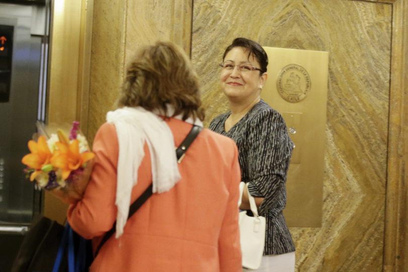 Sin equipo y en nueva oficina: el retorno de Dorothy Pérez a Contraloría
