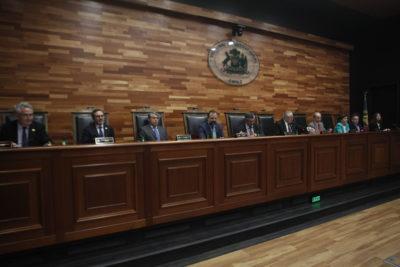 ¿Conflicto de interés?: los ministros del TC que aprobaron la objeción de conciencia y trabajan para la Universidad Católica