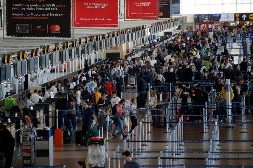 """El millonario gasto que generará el nombrar """"Pablo Neruda"""" al aeropuerto de Santiago"""