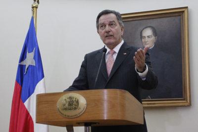 """Canciller Ampuero se desmarca de Piñera: """"Yo pienso que la migración es un derecho humano"""""""